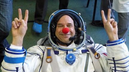 guy_laliberte_space_suit(2)
